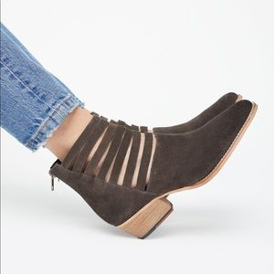 - Free people Sloane ankle boots in size 39